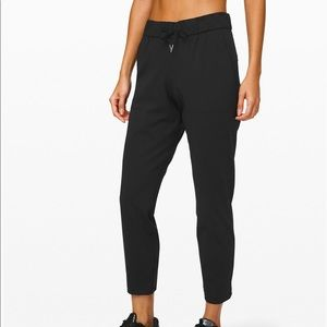 Lululemon - On The Fly 7/8 Pant. womens size 6 NWT